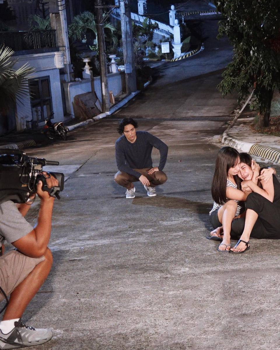 Behind the scenes of Cain At Abel, scene with Pauline Mendoza and Sanya Lopez.